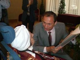 Soshana talking to Dr. Andreas Mailath-Pokorny