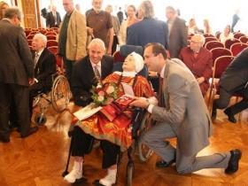 Soshana with son Amos and Dr Andreas Mailath-Pokorny (right)