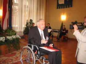 Professor Dr. Wilfried Daim with Award